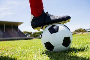 Fußball Schuhe auf Fußballplatz