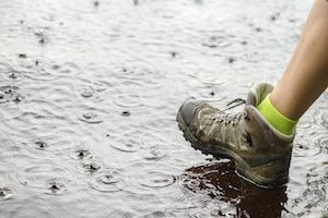 Wasserdichte Schuhe im Regen