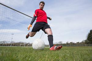 Fussballspielen kann man nur mit den richtigen Schuhen