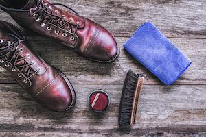 Wer seine Lederschuhe lange tragen will muss sie richtig pflegen