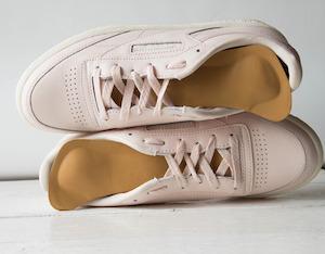 Ein Schuh mit Wechselfussbett kann zur Behebung verschiedener Beschwerden beitragen