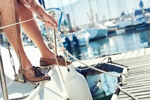 Bootsschuhe gehören zur Seglerausrüstung