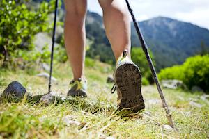 Nordic Walking ist eine Art des Wanderns