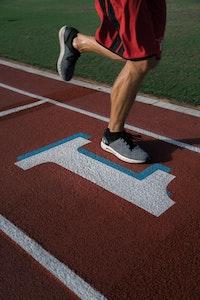 Läufer mit Sportschuhen